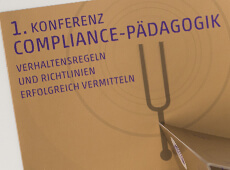 <strong>COMPLIANCE PÄDAGOGIK /</strong><br/ >Konferenzbroschüre