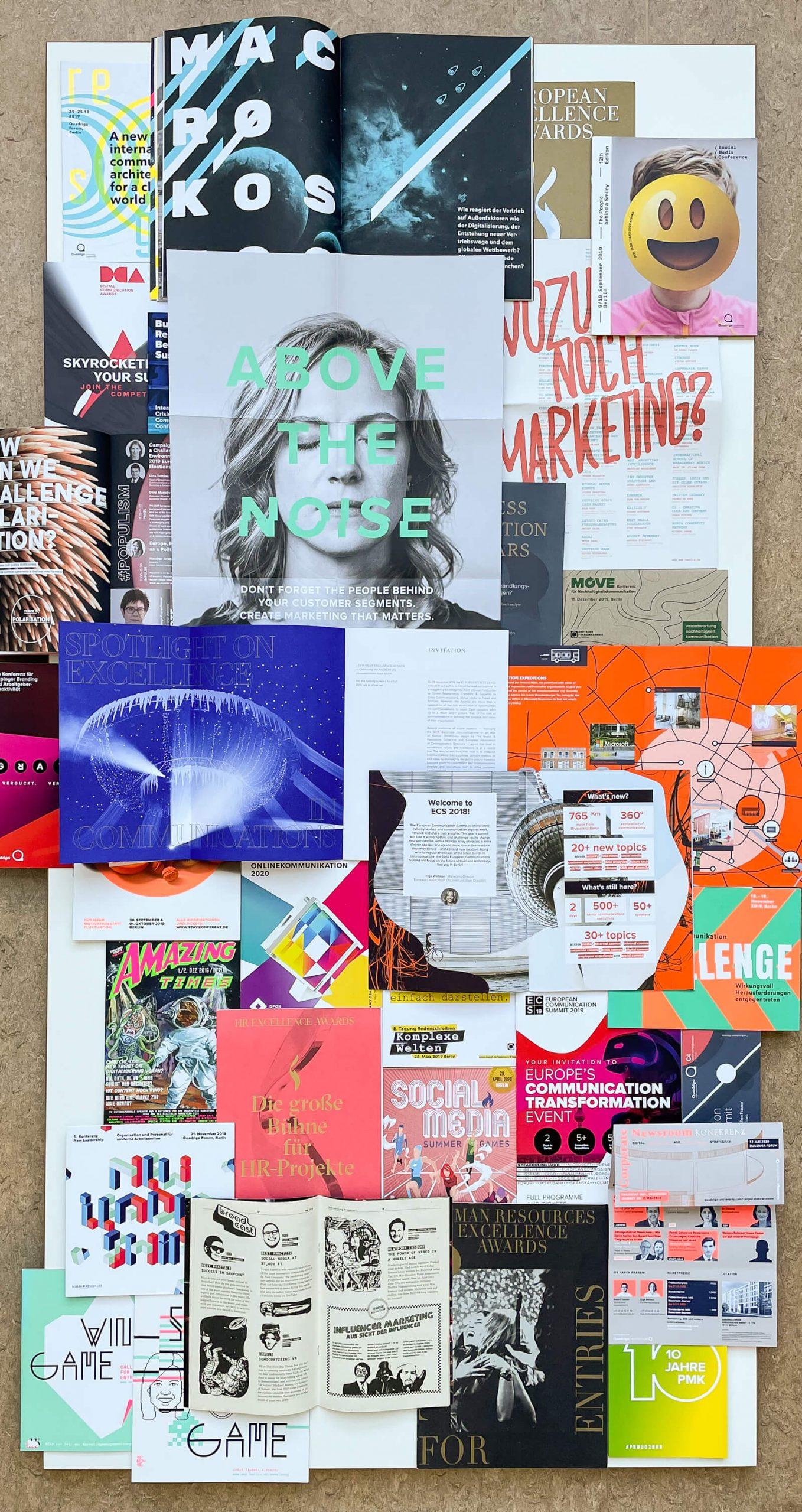 Collage diverser Broschürencover